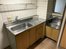 近藤レジデンス 201号室のキッチン