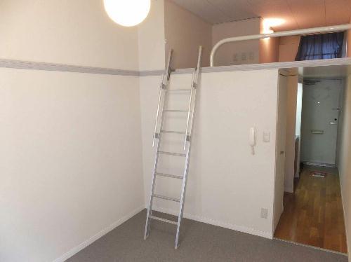 レオパレスエクレール 101号室のリビング