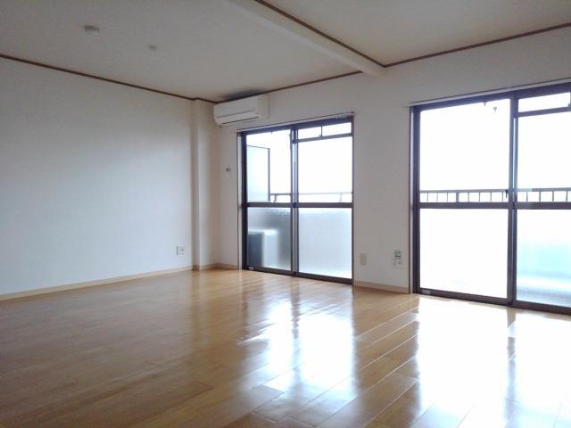 スカイハイツ藤橋 03030号室のリビング