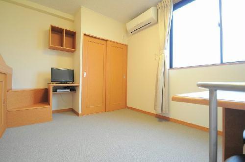 レオパレスエンジェルの館 204号室のリビング