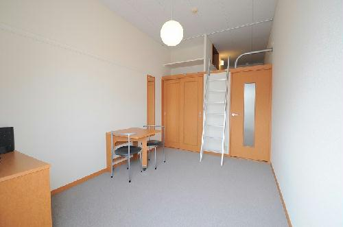 レオパレスハーモニーハイツ厚木 201号室のリビング