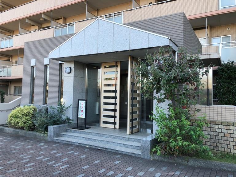 フォレストパーク四季彩の丘H棟 103号室の玄関