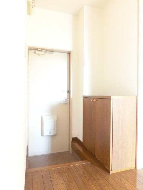 メゾンシティコート A棟 01020号室の玄関