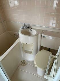 ハイツ高島平 201号室のトイレ