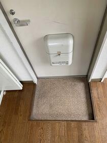 ハイツ高島平 201号室の玄関