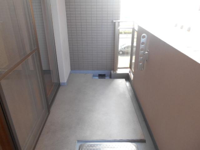 コリドール天神川 302号室のバルコニー