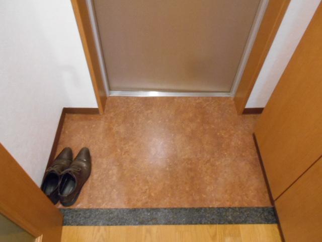 コリドール天神川 302号室の玄関
