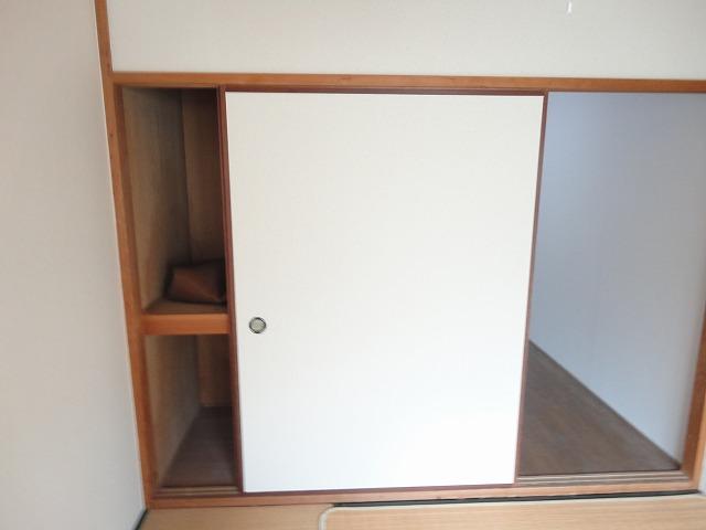 レジデンス桂 206号室の収納