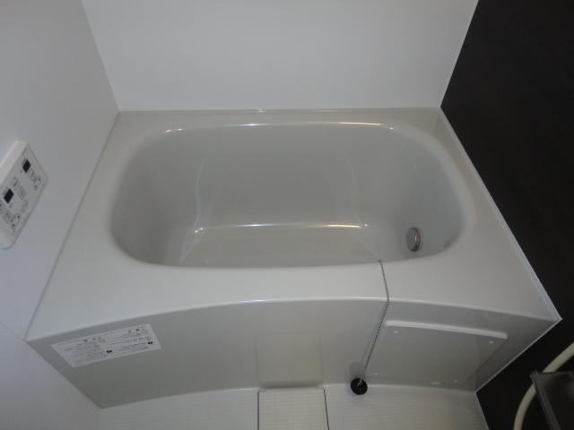 ブレスドY&M 205号室の風呂