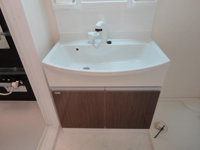 ブレスドY&M 205号室の洗面所