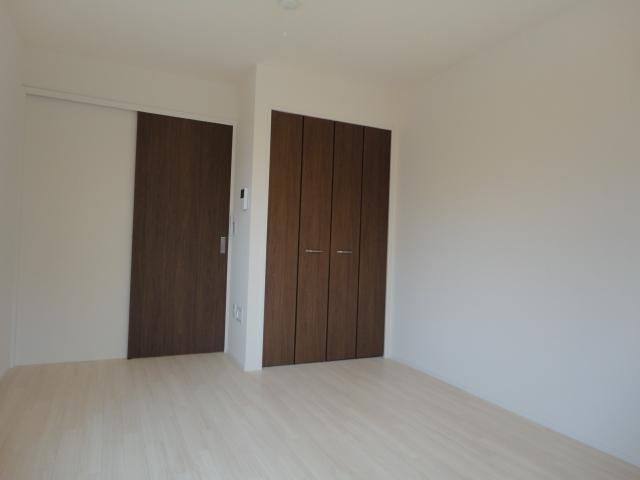 ブレスドY&M 205号室のベッドルーム