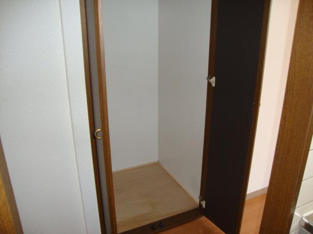ツインハイツB 203号室のバルコニー
