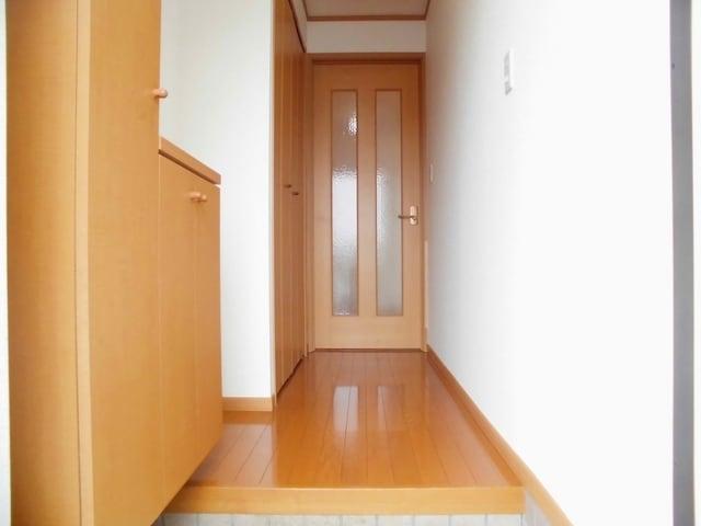 コリーヌ・オーブB 01020号室の玄関
