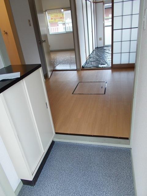 エルディム小柳B 01030号室の玄関