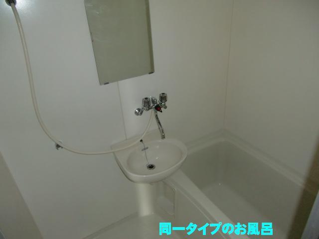 エルディム小柳B 01030号室の風呂