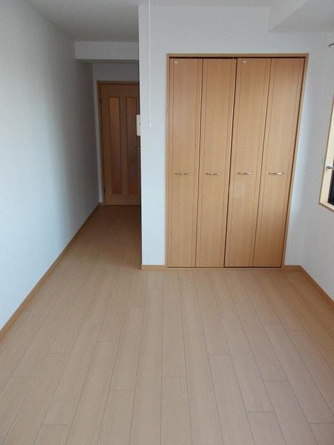 ラ・ルミエールアイ 04010号室の玄関