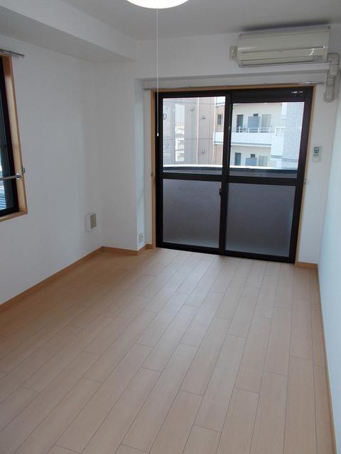 ラ・ルミエールアイ 04010号室の居室