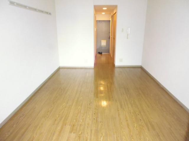 アザレア館 202号室のリビング