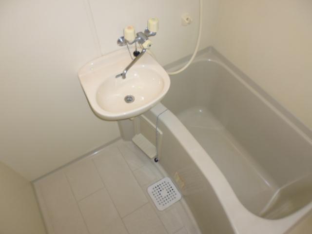 アザレア館 202号室の風呂