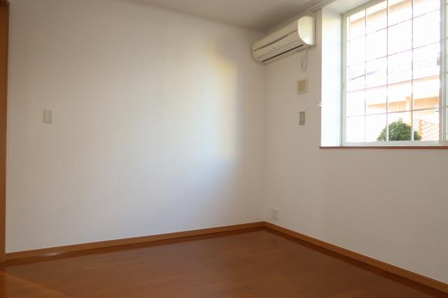 シャンドフルールH 01010号室の居室