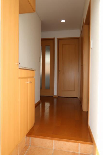 シャンドフルールH 01010号室の玄関