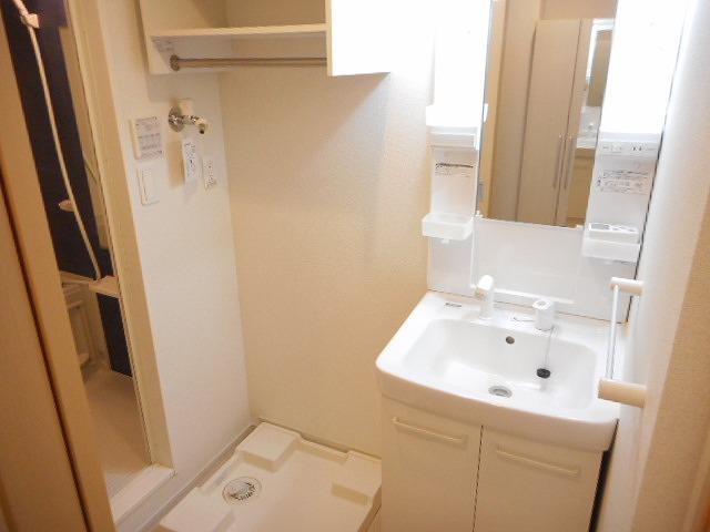 クローバーキャッスル 01020号室の洗面所