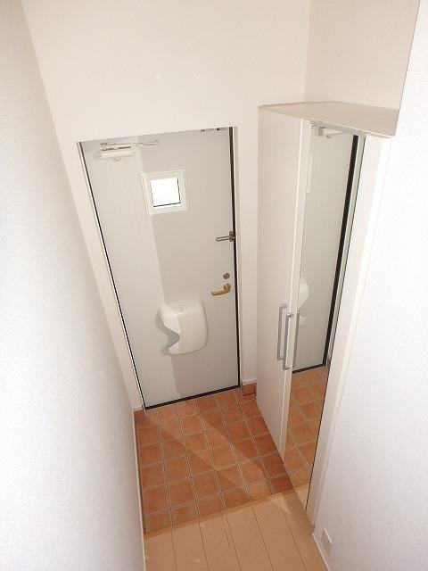 ヴァイオレットミニョン 02010号室の玄関