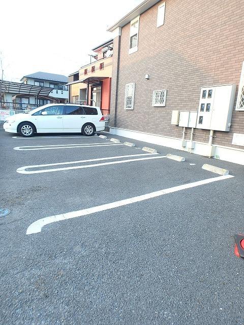 ヴァイオレットミニョン 02010号室の駐車場