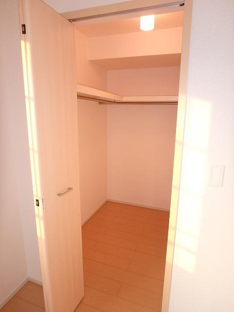 ヴァイオレットミニョン 02010号室の収納