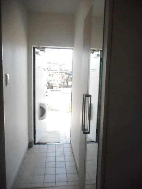 マリーゴールド 01010号室の玄関