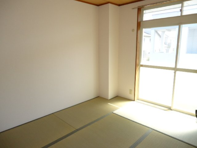 ハッピーパレス北棟 00205号室の居室