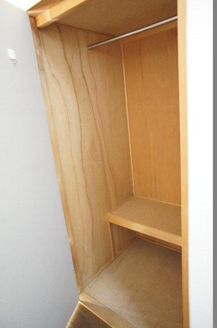 シェルブライト三番館 102号室の収納