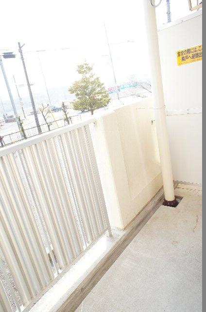 シェルブライト三番館 102号室のバルコニー