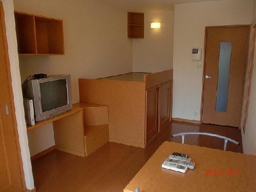 レオパレスリバーサイド室町 202号室のリビング