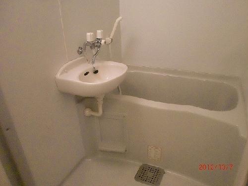 レオパレスリバーサイド室町 202号室の洗面所