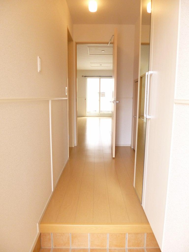 ルミナス 01030号室の玄関