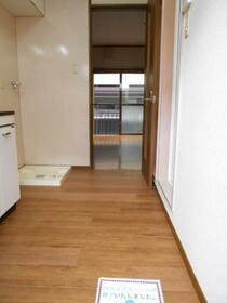 ホワイトコート綱島 A110号室の玄関