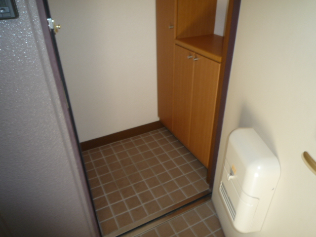 エバーフィールド 03040号室の玄関