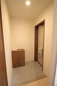 コート亀沢 202号室の玄関
