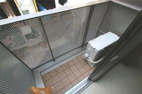 コート亀沢 202号室のバルコニー