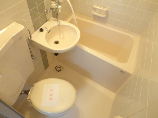 メゾンパール桂 402号室の風呂