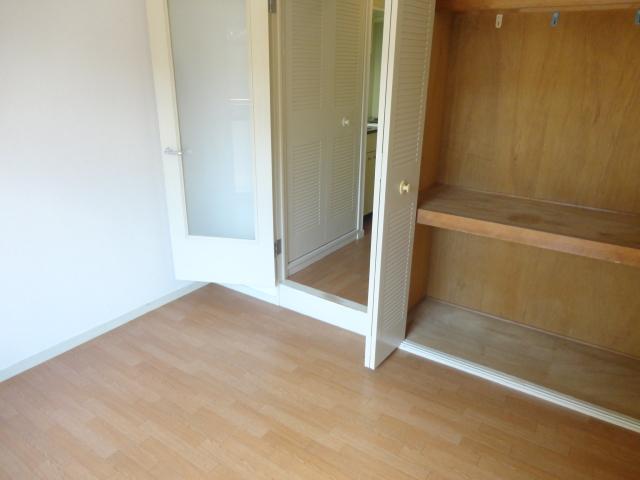 メゾンパール桂 402号室のベッドルーム