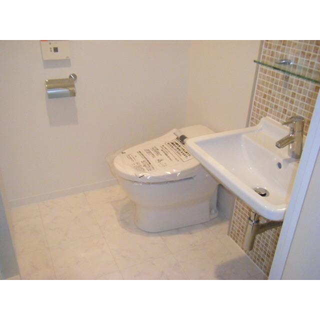 プレール・ドゥーク秋葉原Ⅱ 201号室のトイレ