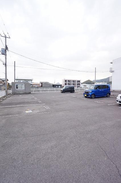 マリッチ高嶋 03010号室の駐車場