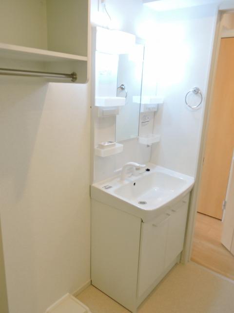 クレール ハピネスA 01020号室の洗面所