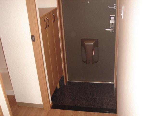 グリーンハイム住吉 201号室の玄関