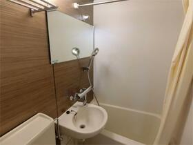 上野イースト 101号室のリビング