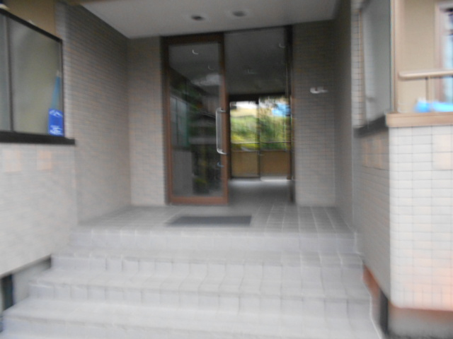 メープルYAMADA 101号室のエントランス