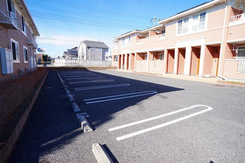 グランパラン A 02010号室の駐車場