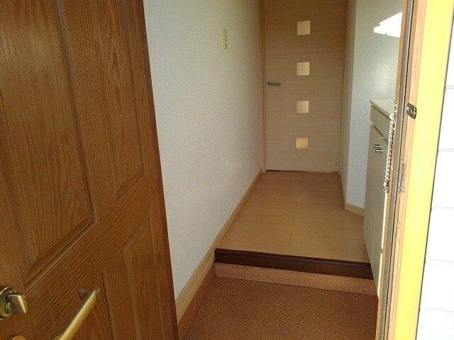 メゾンジオワイユⅠ 01010号室の玄関